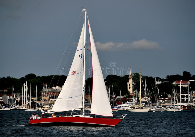 Newport, RI: Barca a vela sulla baia di Narragansett immagini stock libere da diritti