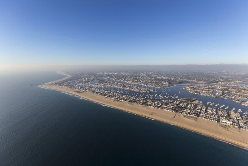 Newport strandKalifornien antenn med kust- dimma fotografering för bildbyråer