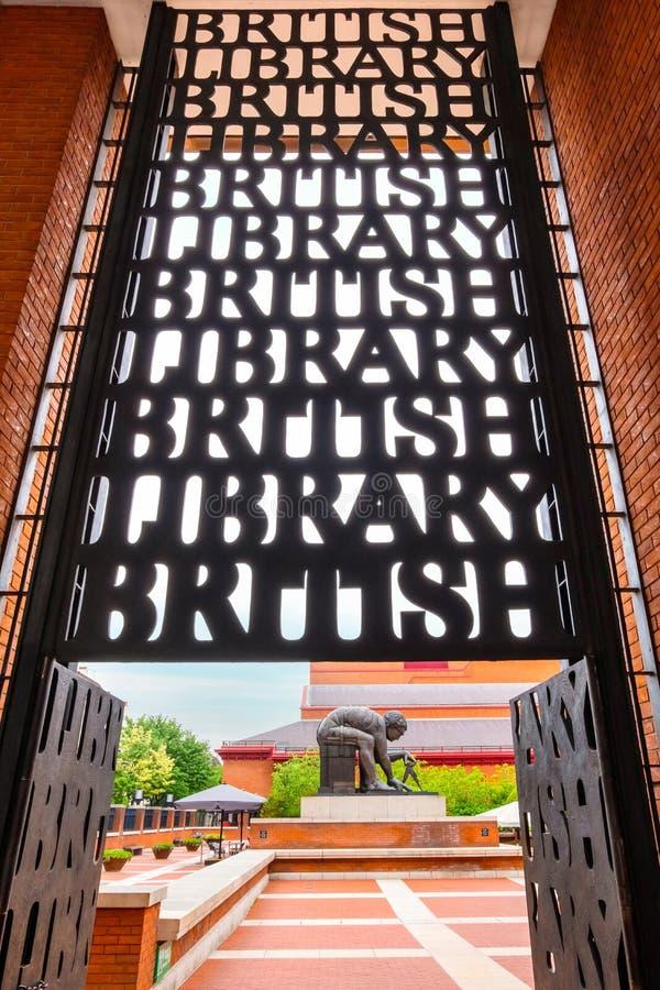 Newton Sculpture no British Library foto de stock royalty free