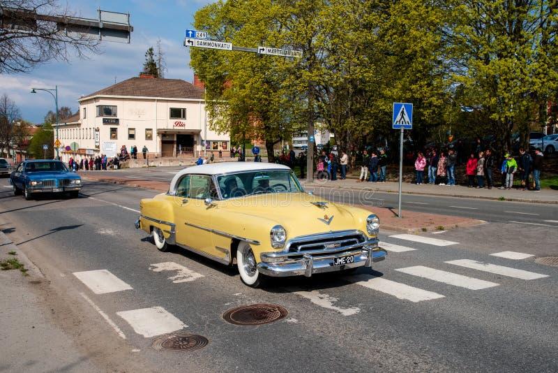 Newyorkais de Chrysler dessus d'abord de défilé de mai dans Sastamala image libre de droits