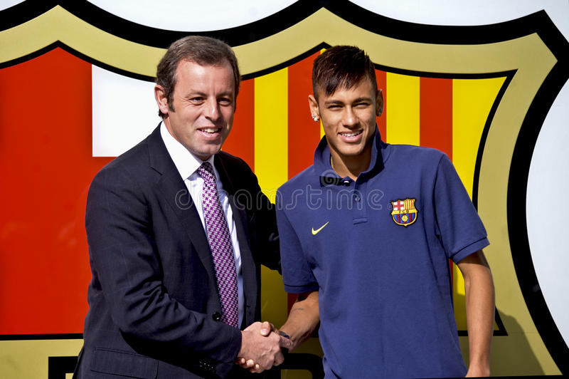 Neymar小正式介绍当巴塞罗那足球俱乐部球员 免版税图库摄影