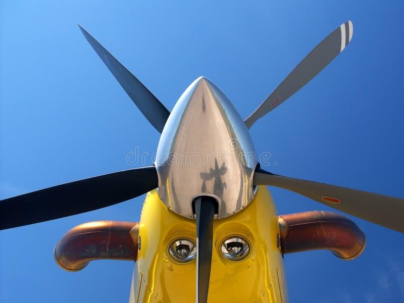 Nez d'aéronefs jaune photographie stock