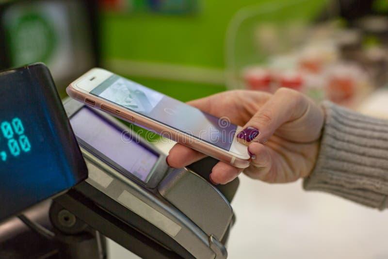 NFC - Près de la communication de champ, paiement mobile images libres de droits