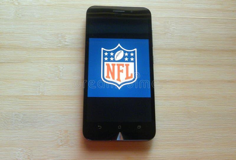 Nfl-app på smartphonen royaltyfri bild