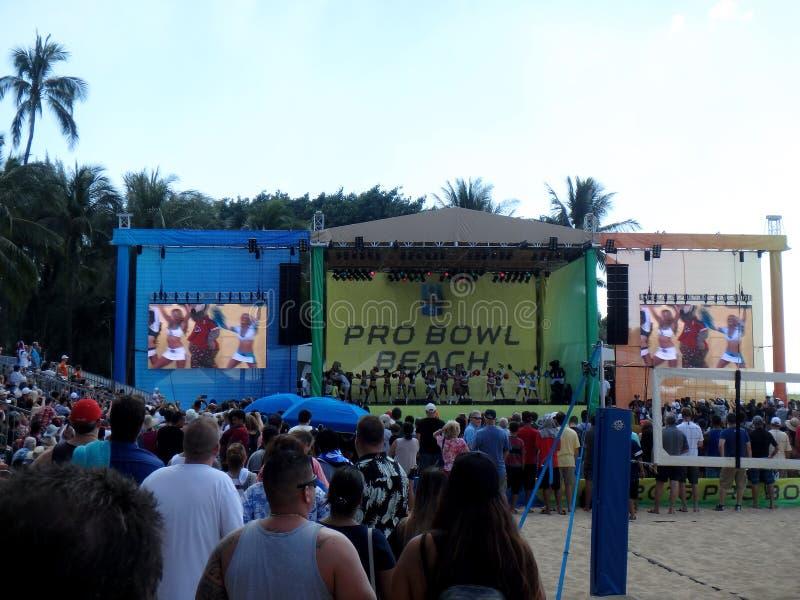 Nfl-Cheerleadern tanzen auf Stadium während des Pro Bowl Strandereignisses stockfoto