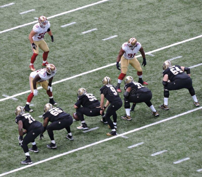 Nfl-fotbolllek November 9th, 2014 New Orleans Saints vs San Francisco 49ers på Mercedes-Benz Superdome arkivfoton