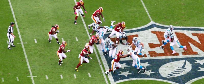 NFL - juego corriente imágenes de archivo libres de regalías