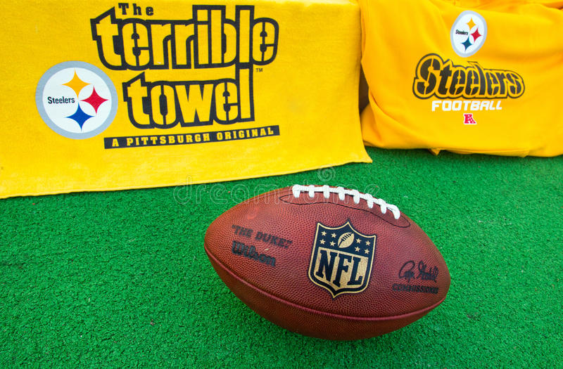 Nfl-Pittsburgh Steelersutrustning med NFL-representantbal arkivfoto