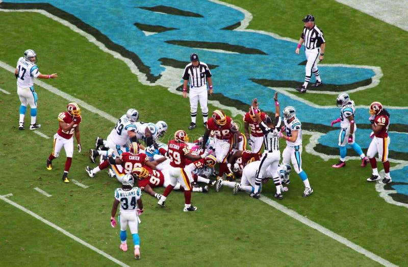 NFL - A referência sinaliza o aterragem! fotos de stock royalty free