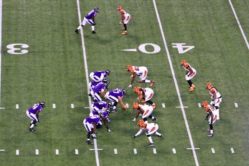 NFL Voetbal 7 in Doos, 1 die terug loopt royalty-vrije stock afbeelding