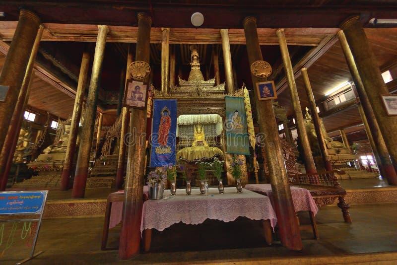 Nga Hpe Kyaung que salta Cat Monastery fotos de stock
