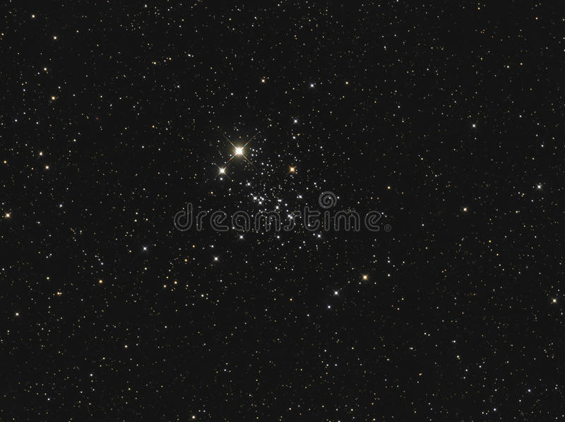 NGC 457 eller ugglaklunga en öppen klunga i Cassiopeia royaltyfri foto