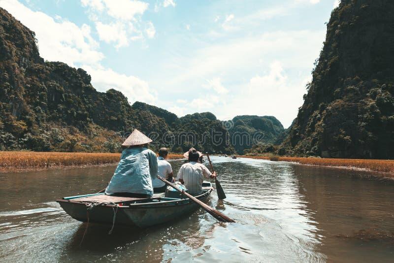 Ngo Dong-rivier Tam Coc, Ninh Binh, Vietnam stock fotografie