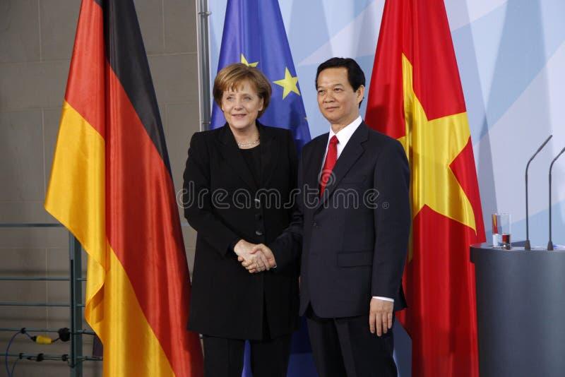 Nguyen Tan Dung, Angela Merkel lizenzfreie stockfotografie