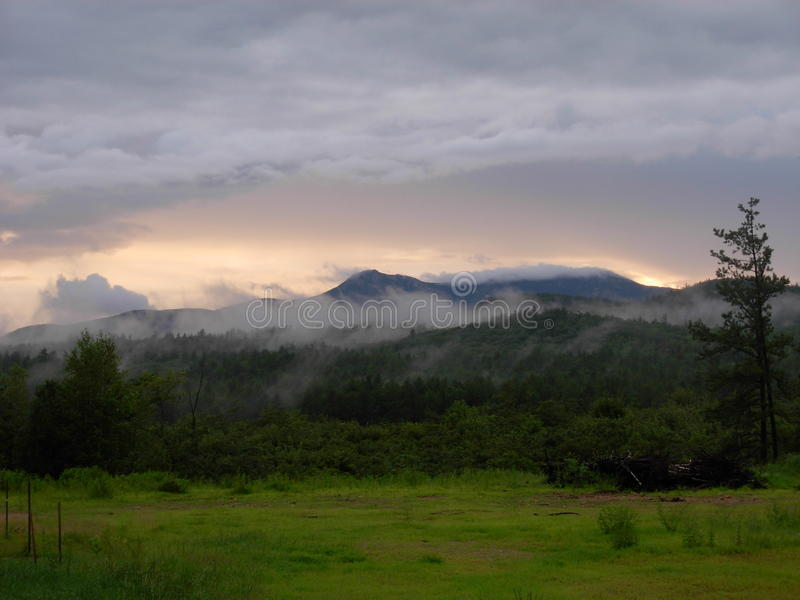 NH bielu góry zdjęcie royalty free