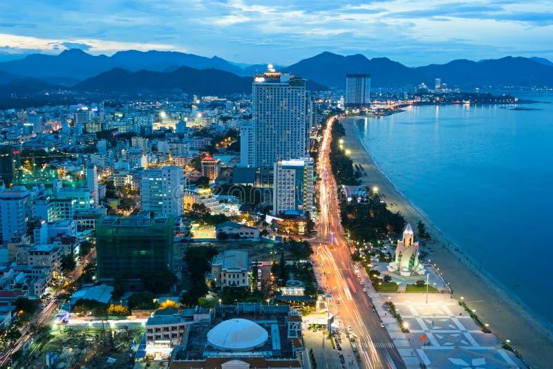 Nha Trang miasto, Wietnam, przy nocą obrazy stock