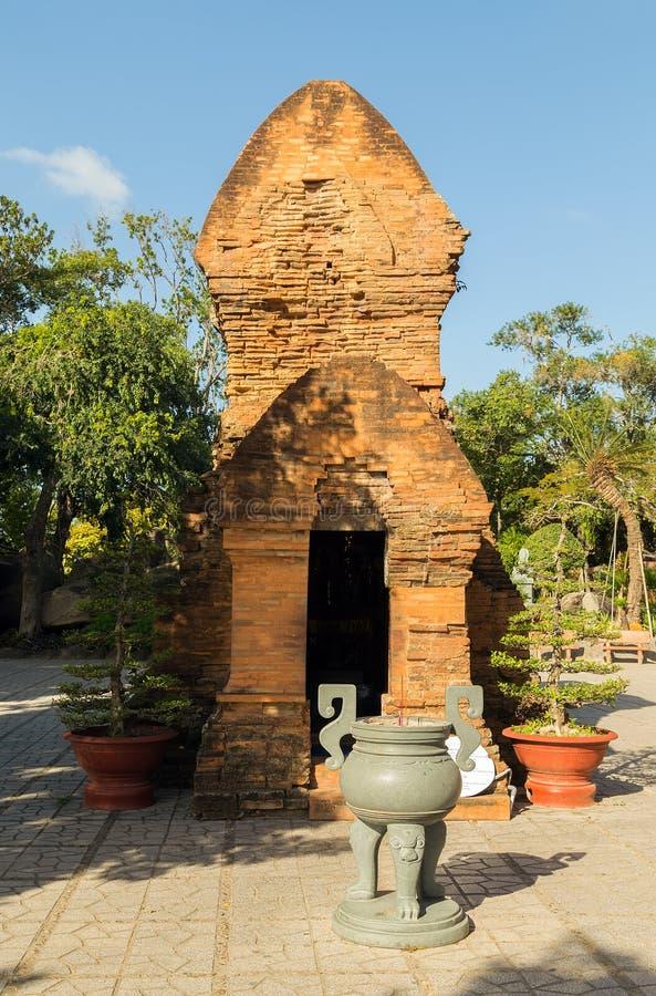 Nha Trang ont la pagoda de Ponagar, un temple du règne du Cham Nha Trang, secteur de Vinh Phuoc photo libre de droits