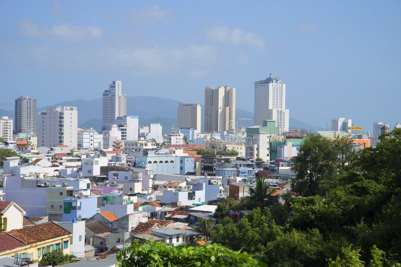 Nha Trang słoneczny dzień miasto linia horyzontu Wietnam obraz stock