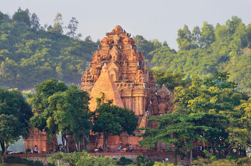 Nha Trang, Vietnam, 18 Januari, 2015 De torens van Ponagarcham in de tempel complexe Po Nagar, Nha Trang royalty-vrije stock fotografie