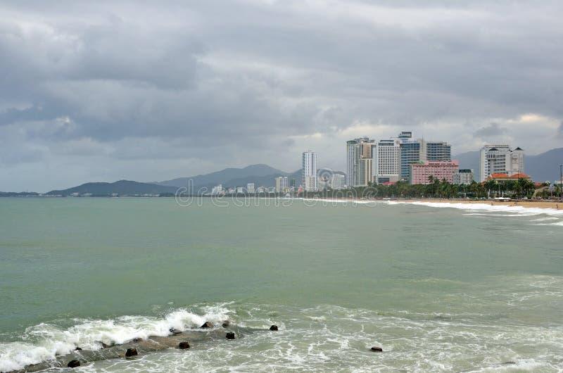 Nha Trang, Vietnam, 17,2015 Januari, Niemand, hotels op de dijk van het overzees in Nha Trang stock afbeelding