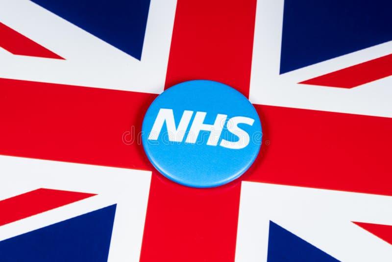 NHS-Logo auf der BRITISCHEN Flagge lizenzfreies stockbild
