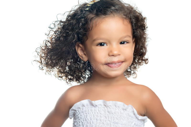 Niña étnica linda con un peinado afro foto de archivo