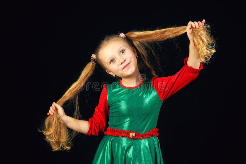 Niña adorable en pelo largo imagen de archivo libre de regalías