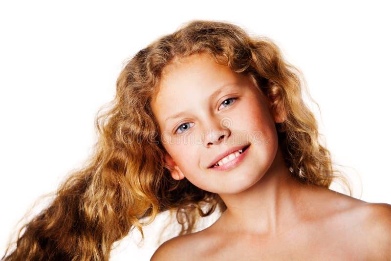 Niña bonita con el pelo ventoso Foto de la manera imágenes de archivo libres de regalías