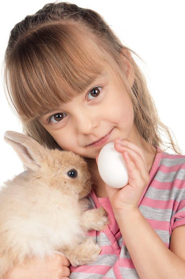 Niña con el conejo fotos de archivo libres de regalías