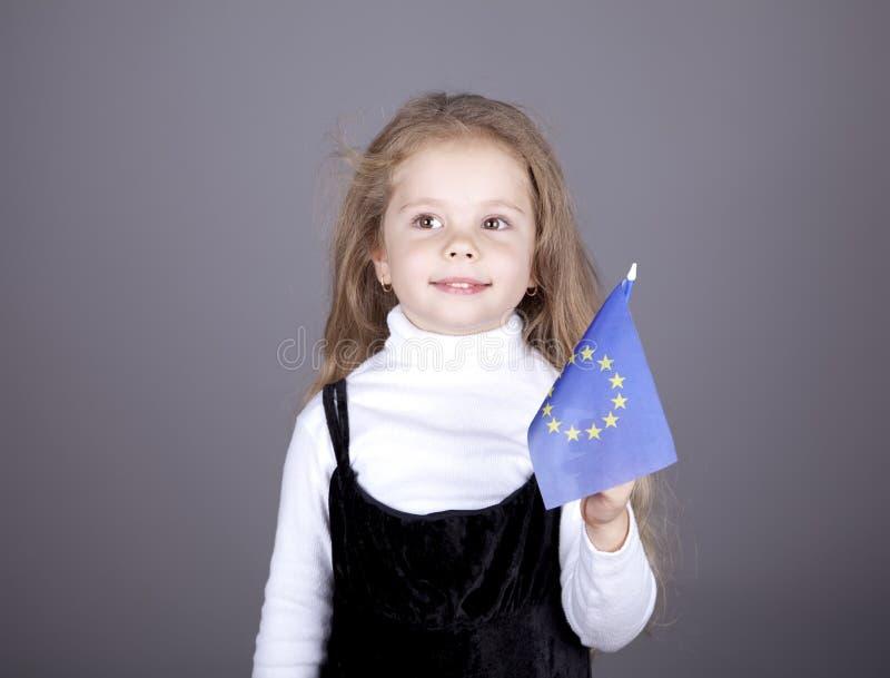 Niña con el indicador de unión europea. foto de archivo libre de regalías