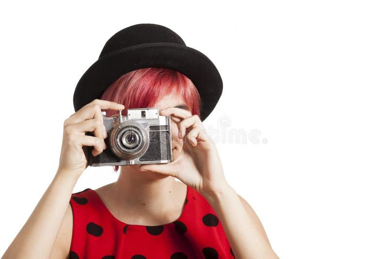 Niña con la cámara del vintage imagenes de archivo