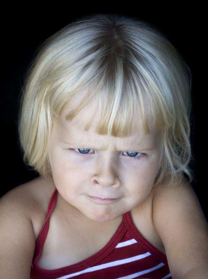 Niña con la cara enojada divertida fotografía de archivo libre de regalías