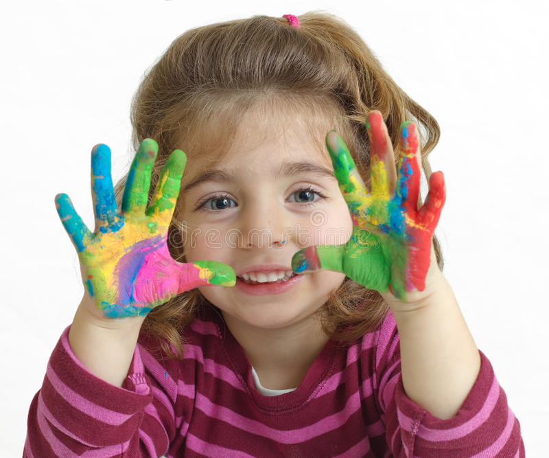 Niña con las manos pintadas fotos de archivo libres de regalías