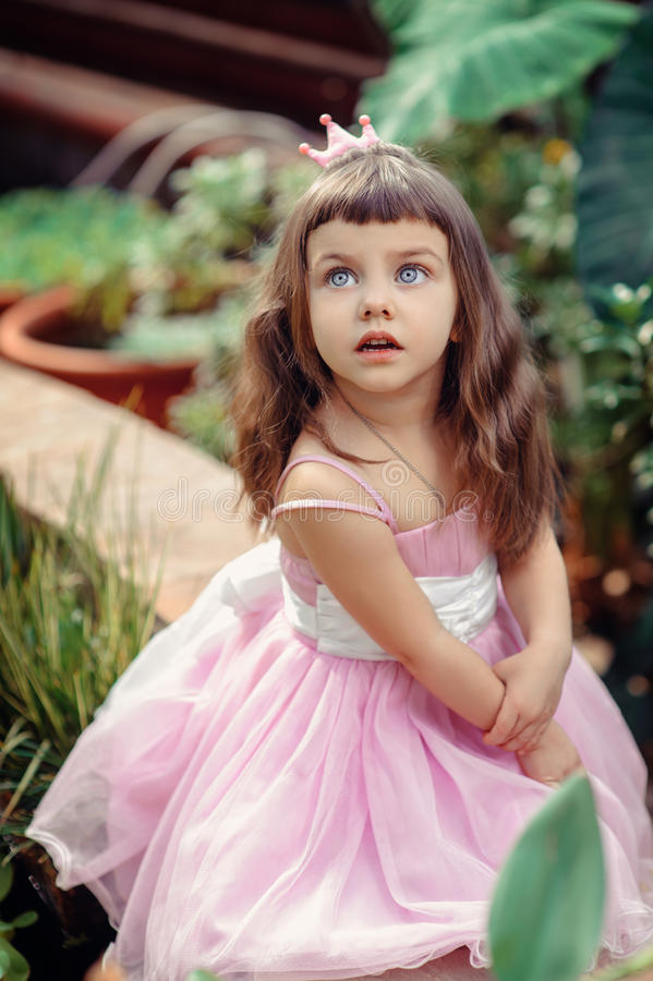 Niña con los ojos azules imágenes de archivo libres de regalías