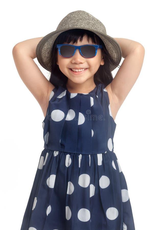 Niña de la moda con las gafas de sol fotos de archivo
