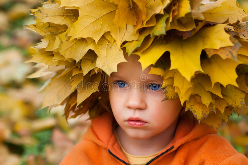 Niña del otoño foto de archivo libre de regalías
