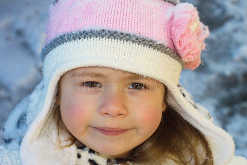 Niña en invierno imagen de archivo libre de regalías