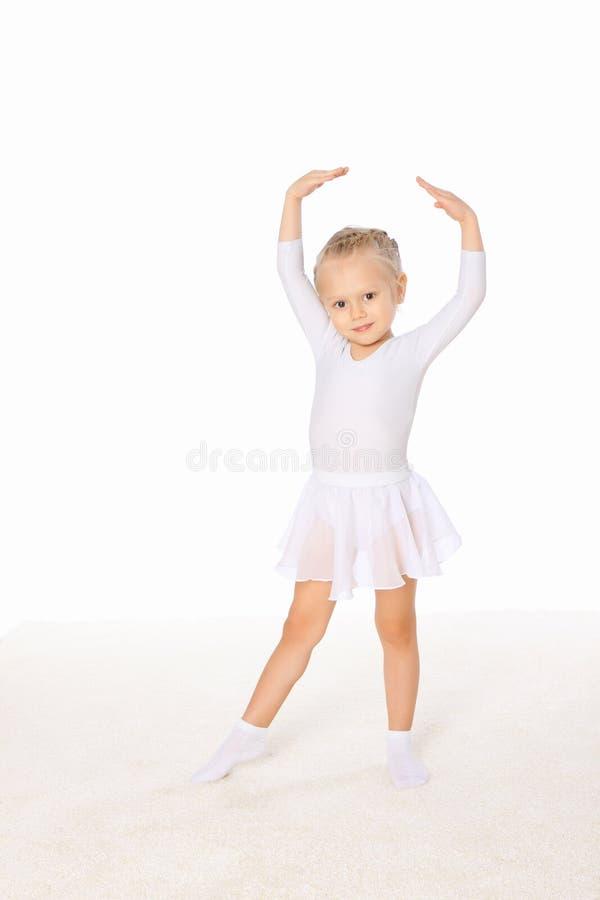 Niña en la actitud de la danza fotografía de archivo