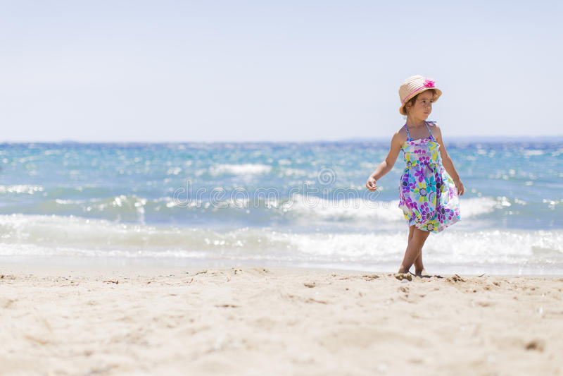 Download Niña en la playa imagen de archivo. Imagen de hembra - 42431847
