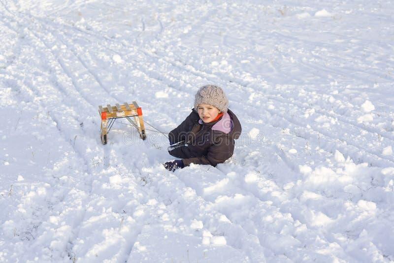 Niña en nieve fotografía de archivo