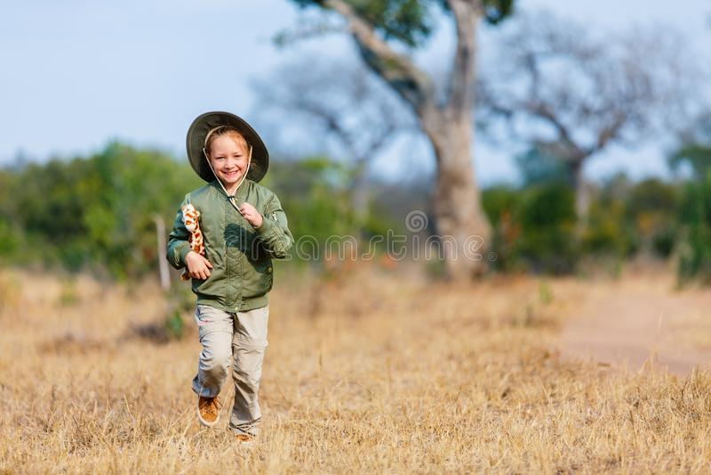 Niña en safari imagen de archivo