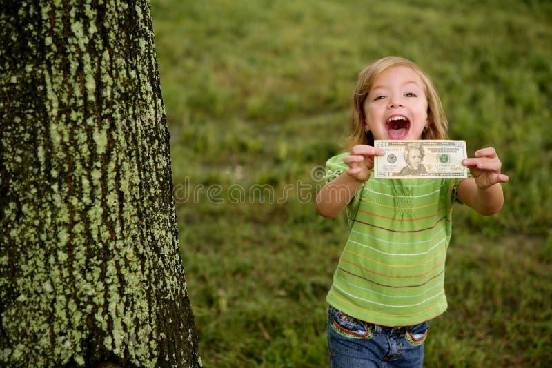 Niña feliz de Beautifull con la nota del dólar fotografía de archivo