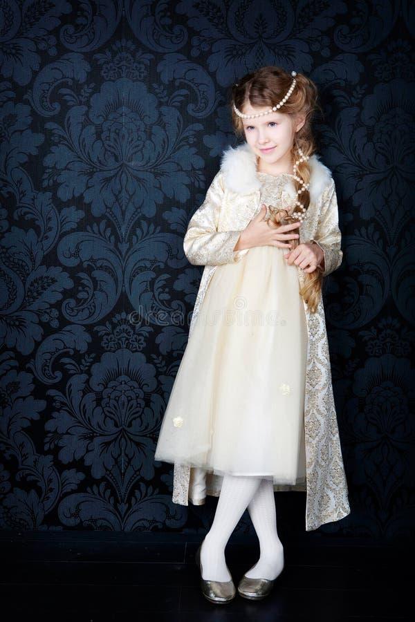 Niña hermosa en alineada de la princesa foto de archivo libre de regalías
