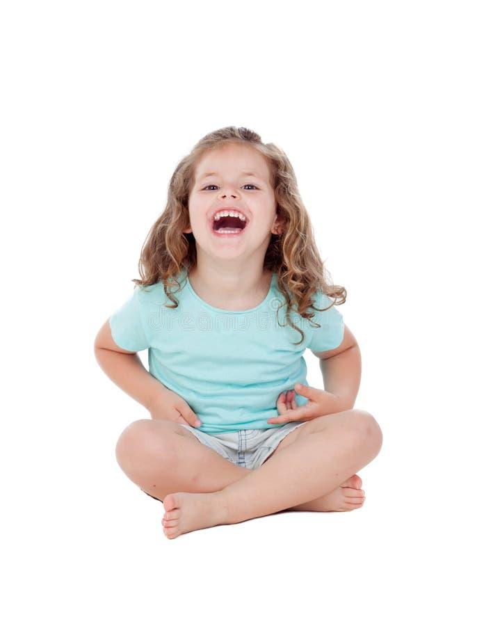 Niña linda con la sentada de tres años en el piso fotografía de archivo