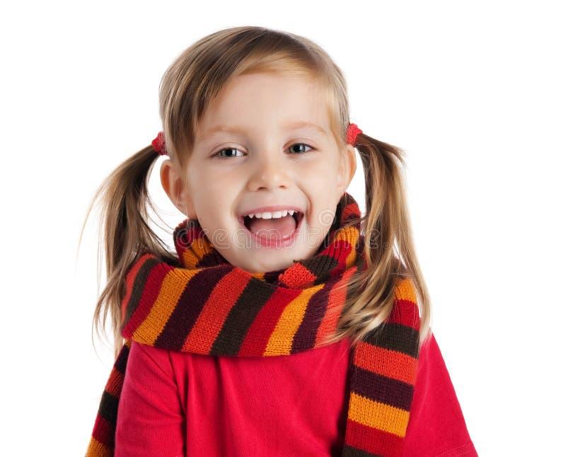 Niña linda en una bufanda rayada foto de archivo