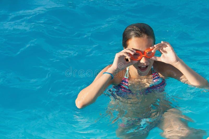 Niña nadadora imagenes de archivo