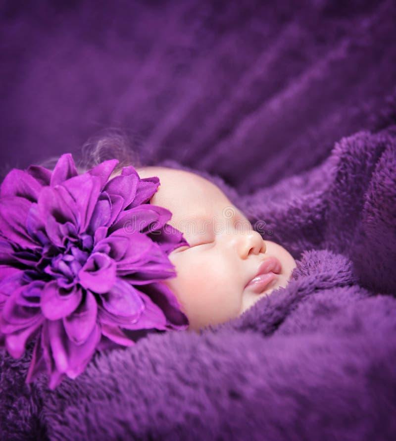 Niña soñolienta linda fotografía de archivo libre de regalías