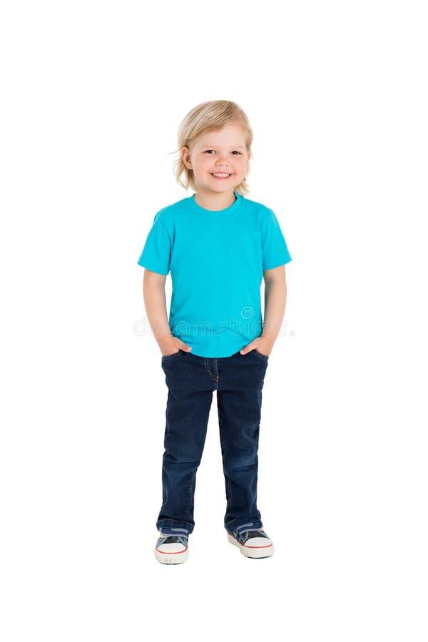 Niña sonriente en la camiseta azul aislada en un blanco imágenes de archivo libres de regalías