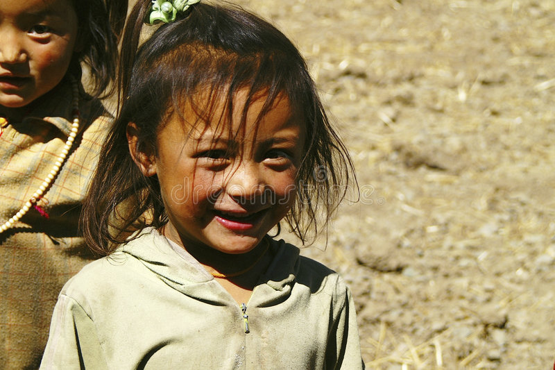 Niña tibetana sonriente fotografía de archivo