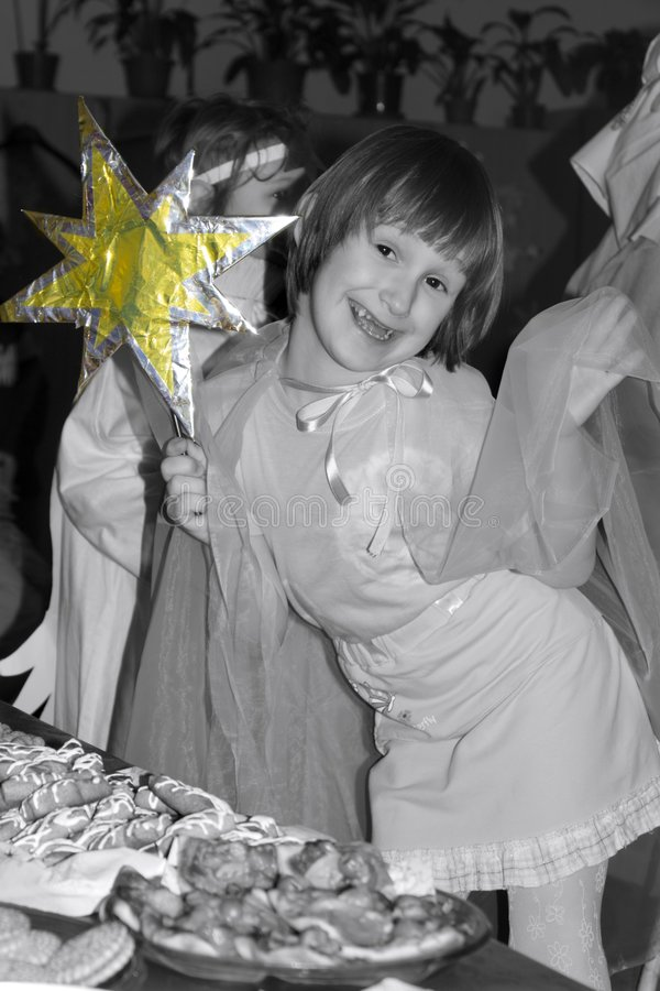 Niña y el starr de la Navidad imagenes de archivo